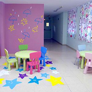 Decorem la sala de jocs de  la planta de pediatria de l'Hospital Josep Trueta de Girona