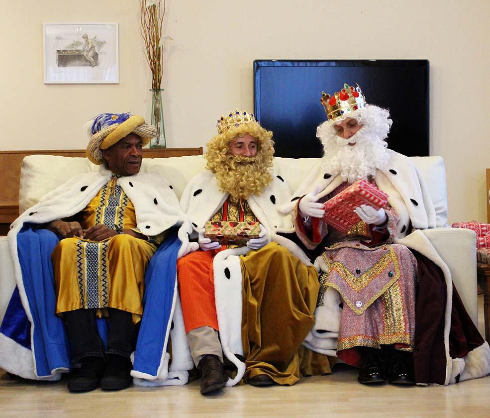 Visita reyes magos casa mcdonald fundaci el somni dels nens for Casa mcdonald