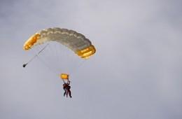 Jaume salta en paracaigudes