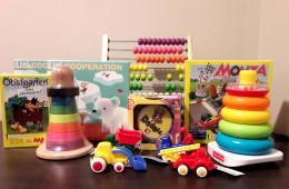 Juguetes y material de plástica para la Casa dels Xuklis
