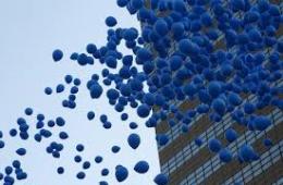 Globus blaus per la jornada d'Autisme